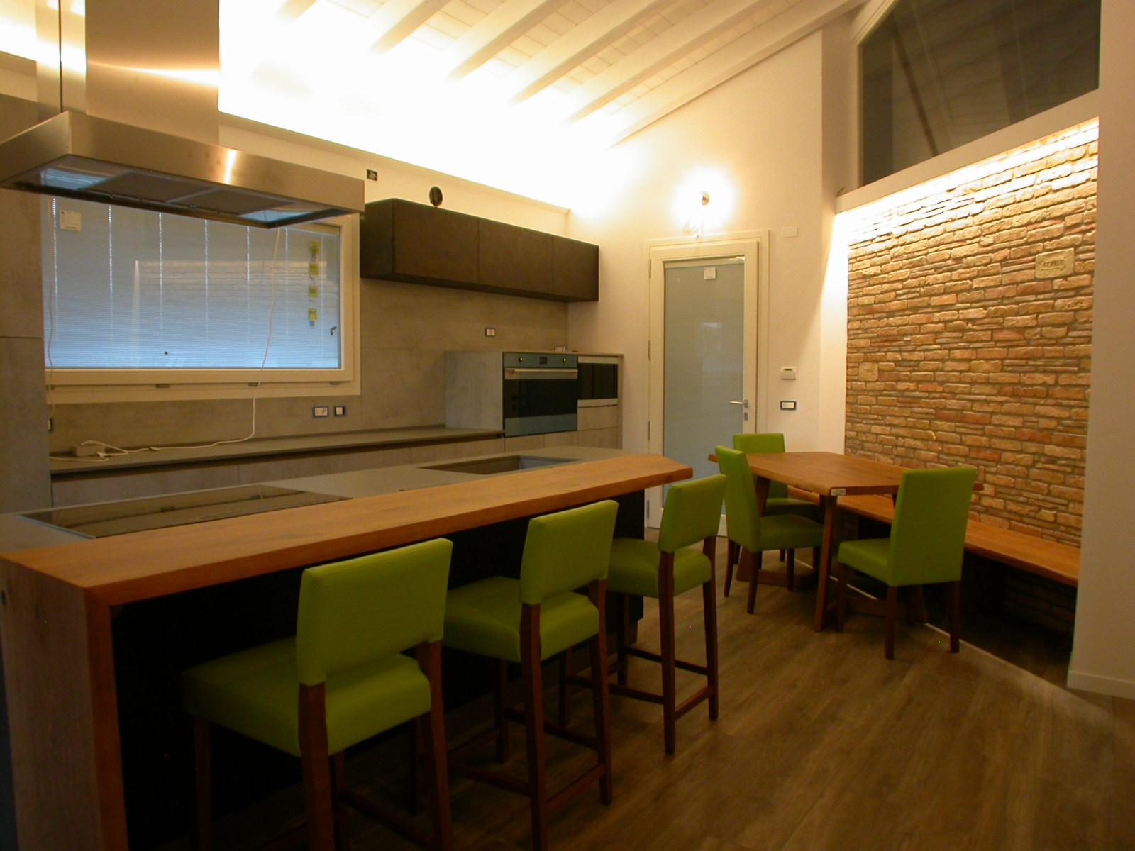 Cucina rustica moderna -